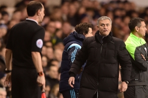 Jose-Mourinho-gets-angry-with-the-assistant-referee