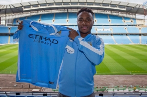 Raheem-Sterling-signs-for-Manchester-City