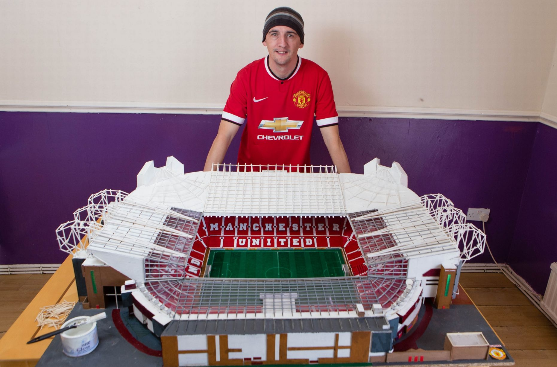 PAY-Manchester-United-fan (4)